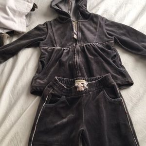 Burberry jugging suit for kids 3 yrs grey